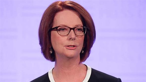 julia-gillard-announces-election-defiles-swayze-wears-glasses-10-things_h